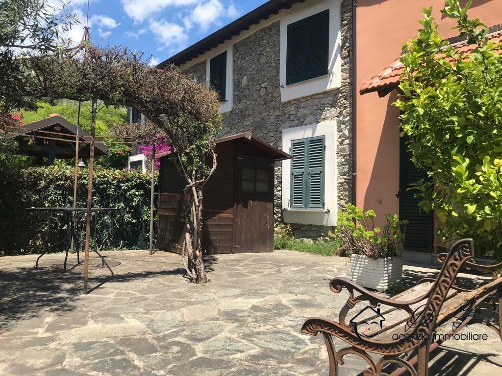 Appartamento in vendita a Ranzo, 4 locali, prezzo € 115.000   CambioCasa.it