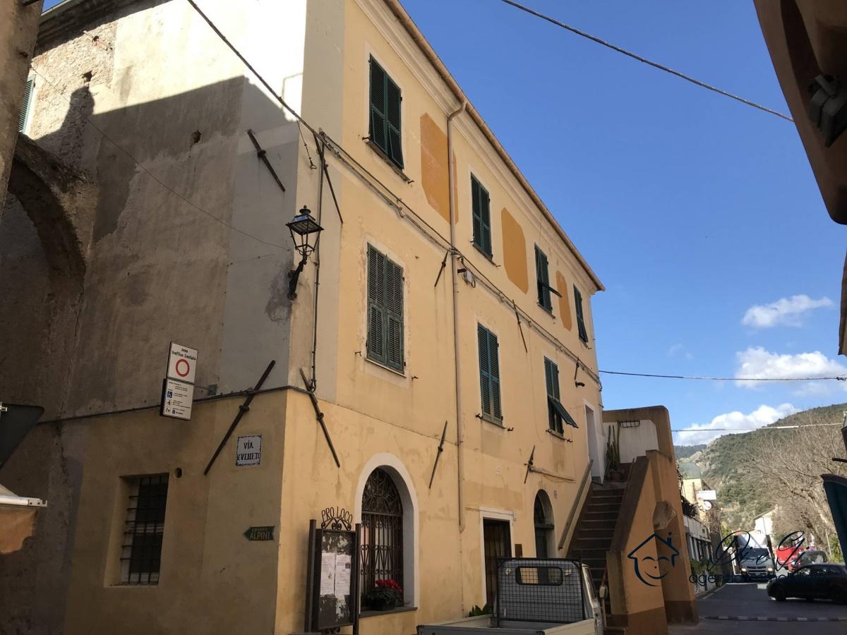 Rustico / Casale in vendita a Cisano sul Neva, 10 locali, prezzo € 149.000   PortaleAgenzieImmobiliari.it