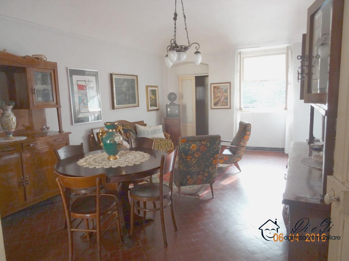 Rustico / Casale in vendita a Zuccarello, 6 locali, prezzo € 75.000 | CambioCasa.it