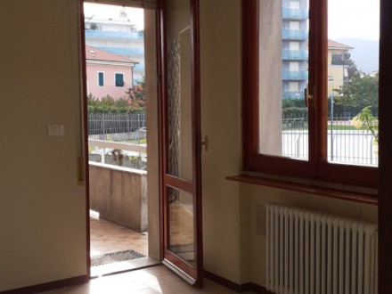 One bedroom apartment with private garden in a small condominium