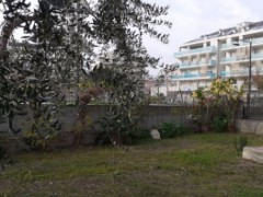 One bedroom apartment with private garden in a small condominium - 2