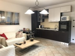 Half independent apartment in villa with private garden, car garage and cellar for sale in the Golf Club of Garlenda - 10