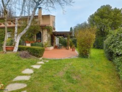 Half-independent Villa with garden and private parking spaces for sale in the Golf Club of Garlenda - 2