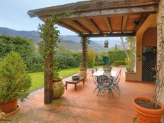 Half-independent Villa with garden and private parking spaces for sale in the Golf Club of Garlenda - 1