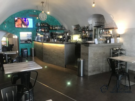 Unmissable! Renowned LOUNGE BAR / GINTONERIA / BIRRERIA with dehor for sale in downtown Loano